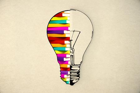 onderwijs: Idee en onderwijs concepten met gloeilamp sketch en boeken