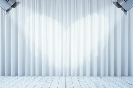 Vista frontal de cortinas blancas vacías y suelo de madera con dos focos. Etapa interior. Maqueta, 3D