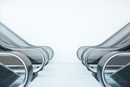 Intérieur avec des escaliers mécaniques et un mur blanc vide. Mock up, rendu 3D