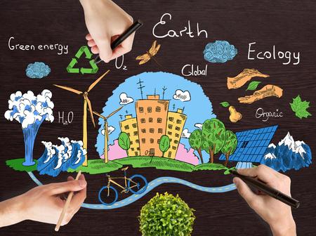 reciclar: Manos doodle creativo del globo con los iconos de estilo de vida saludables naturales en el fondo de escritorio de madera. Concepto verde del mundo