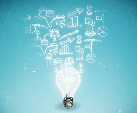 Abstracte gloeilamp met bedrijfsschets op lichtblauwe achtergrond. Bedrijfsidee concept