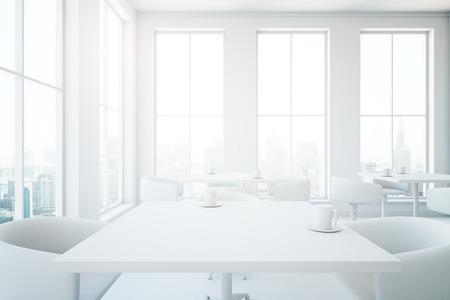 Minimalistisch interieur tafels de tafel erg handig voor het