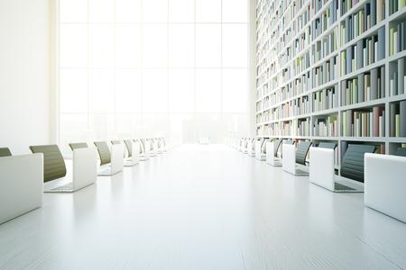 biblioteca: Cierre de mesa blanco con ordenadores portátiles y de la luz solar en el interior de la biblioteca moderna con estantería y una ventana con vista a la ciudad. Representación 3D