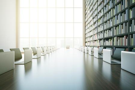 Primer plano de gran mesa de madera con los ordenadores portátiles y en la luz del sol Interior de la biblioteca moderna con estantería y una ventana con vista a la ciudad. Representación 3D