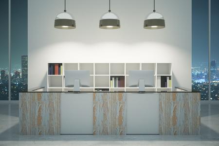 albergo: Moderno in legno reception con monitor di computer, lampade a soffitto e vista notturna della città. Mock up, rendering 3d