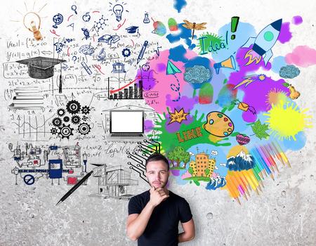 Creatief en analytisch denkenconcept. Nadenkende man met kleurrijke schets op betonnen achtergrond
