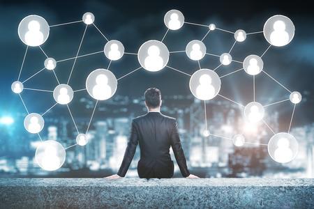 Man op het dak kijken naar mensen iconen. Human resources concept Stockfoto