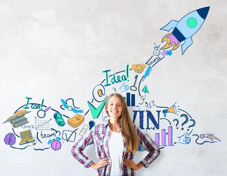 創造的なロケット船のスケッチの具体的背景に白人の女の子は笑顔。コンセプトを開始します。