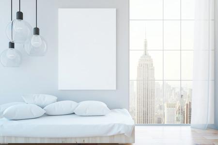 Interieur met kussens op de bank, lege whiteboard, lamp en uitzicht op de stad. Mock-up, 3D-rendering