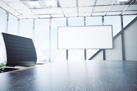 Primo piano di scrivania in legno e sedia in ufficio interno con lavagna vuota e la luce del giorno. Mock up, 3D rendering