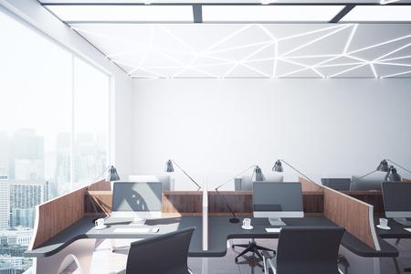 Dunkles stilvolles coworking büro interieur mit arbeitsplätzen