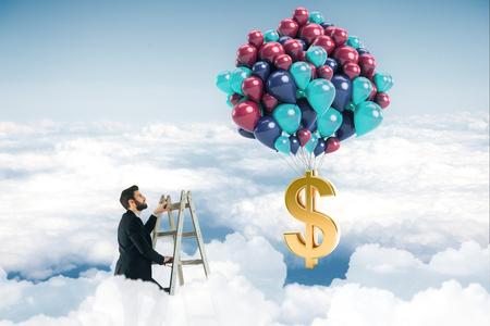 Abstraktes Bild des Geschäftsmannes auf Leiter im Himmel, der Ballone mit Dollarzeichen betrachtet. Gewinnkonzept. 3D-Rendering Standard-Bild - 87631468