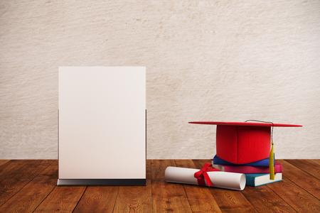 毕业盖帽和空的纸板料在木表面和混凝土墙背景安置。研究生概念。嘲笑,3d渲染