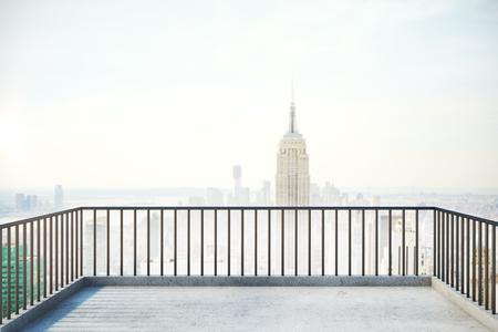 バルコニー手すりと霧ニューヨーク市をコピー スペースを表示します。3 D レンダリング