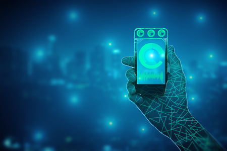 ぼやけた都市の背景に輝くデジタルスマートフォンを保持する多角形の手。技術とイノベーションのコンセプト。二重露出 写真素材