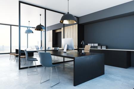 Dunkler Büroinnenraum mit Ausrüstung und Stadtansicht . 3D-Rendering Standard-Bild