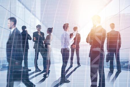 Concept de réunion et de conférence. Les gens d'affaires en résumé abstraite avec vue sur la ville. Double exposition Banque d'images - 94300250