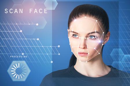 Porträt der attraktiven jungen europäischen Geschäftsfrau mit Gesichtserkennungssystem. ID und Datenkonzept. Doppelgefährdung