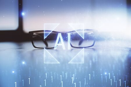 Ologramma di tecnologia dati con gli occhiali sullo sfondo del tavolo. Concetto di tecnologia. Esposizione doppia. Archivio Fotografico