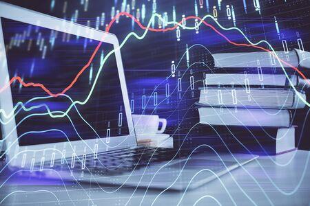 Grafico del mercato azionario su sfondo con scrivania e personal computer. Multi esposizione. Concetto di analisi finanziaria. Archivio Fotografico