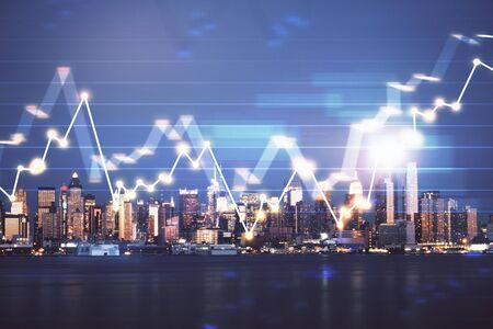 Finanzielles Diagramm auf Nachtstadtlandschaft mit Doppelbelichtung des hohen Gebäudehintergrundes. Analyse-Konzept. Standard-Bild