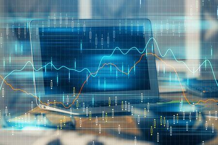 Dibujo de gráfico financiero y tabla con computadora en segundo plano. Exposición doble. Concepto de mercados internacionales. Foto de archivo