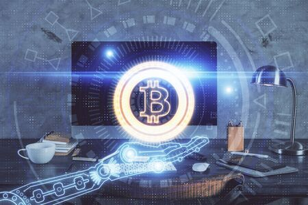 Dubbele blootstelling van blockchain en crypto economie thema hologram en tafel met computer achtergrond. Concept van bitcoin-cryptocurrency.