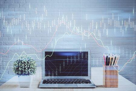 Multi esposizione del grafico forex e dello spazio di lavoro con il computer. Concetto di commercio online internazionale.