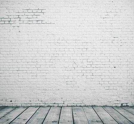 Muro di mattoni in bianco e pavimento di legno nella stanza vuota. Concetto di presentazione. Mock up, rendering 3D