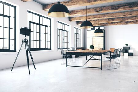 Sala de conferencias contemporánea con vista a la ciudad y luz natural. Representación 3D Foto de archivo