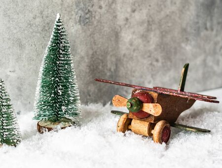 Christmas composition with a wooden vintage airplane and Christmas tree in snow Banque d'images