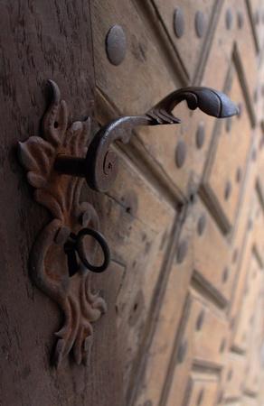 puertas antiguas: Tirador de puerta en puertas viejas