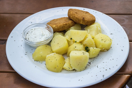 Fried cheese with potatoes