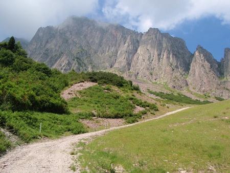 Ripide scogliere verticali nelle Dolomiti italiane Archivio Fotografico