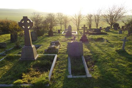 Himmlischen Licht, das auf einen alten Friedhof in England, Großbritannien. Standard-Bild - 36618906
