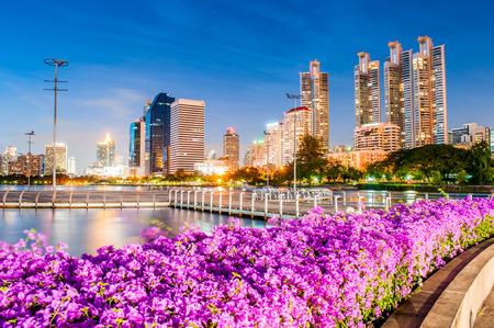 Crepúsculo Benjakiti Park en Bangkok, Tailandia Foto de archivo