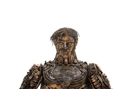 ferraille: Le surhomme Art est fabriqué à partir de la ferraille d'acier sur fond isolat Banque d'images