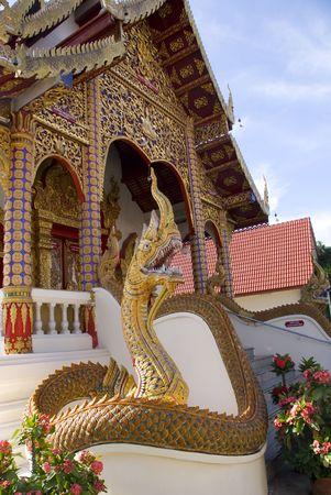 naga china: Naga statue protecting the entrance to Thai temple