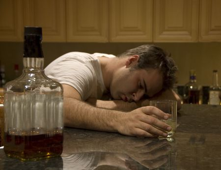 borracha: joven perdi� el conocimiento a partir de alcohol  Foto de archivo