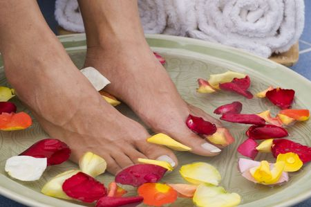 Feet enjoy a relaxing aromatherapy foot spa Stock Photo