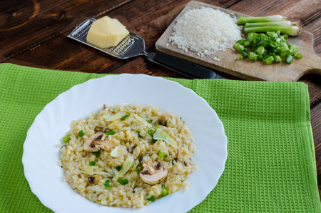 italien: Italien risotto with mushrooms and spring onion