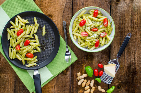 italien: Fresh italien pasta with basil, tomato and parmesan cheese