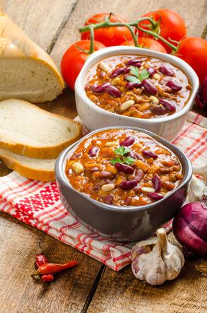 piri piri: Homemade chilli con carne, bio bread and piri piri peppers