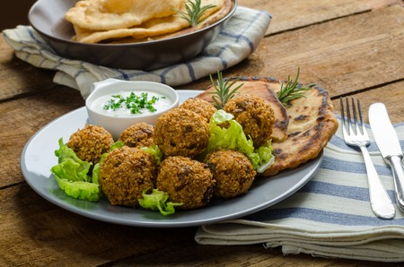 Health crunchy falafel with mint and garlic dip, naan bread with cumin and herbs Reklamní fotografie - 34719113