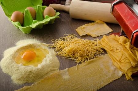 semolina pasta: Homemade spaghetti carbonara with semolina - production, pasta machine Stock Photo