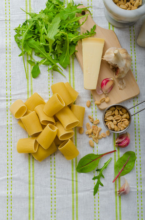 sterbliche: Rigatoni mit Knoblauch und Kr�utern Pesto, hausgemachtem Pesto in einem sterblichen, lecker
