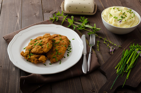 pure patatas: Schnitzel with herbs, mashed potatoes and chives Foto de archivo