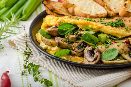 Omelet with mushrooms, lambs lettuce, herbs and chilli, french toasts