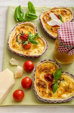 bacon love: Quiche with cheese and cherry tomatoes on st Valentine for my love