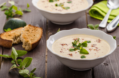 mushroom soup: Creamy zucchini soup with chilli and oregano, crispy bread with garlic